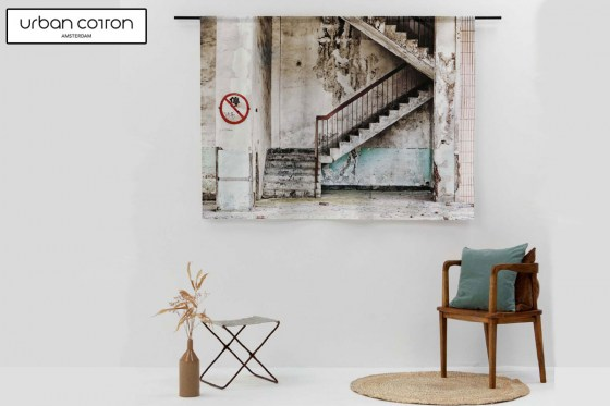 urban-cotton-wandkleed-concrete-stairs-sfeer